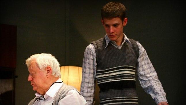KOOS LAVAL: Oleg Tabakov (vasakul) ja tema poeg Pavel Tabakov lavastuses «Aasta, kui ma ei sündinud».