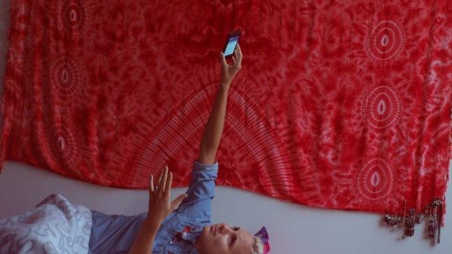 Minu toakaaslane palvetamas Internetijumalate poole, et ta telefon 3G võrgu üles leiaks.