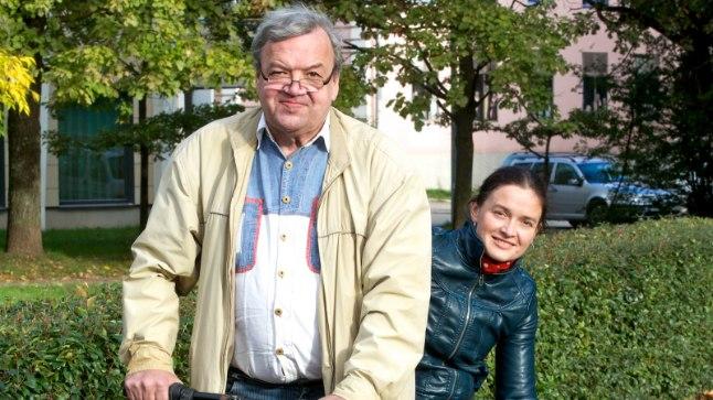 ISA JA TÜTAR TEELE! Oktoobri algul asuvad Peeter ja Maarika ehk tartlastest isa ja tütar täitma suurt unistust: sõita jalgratastel Hispaaniasse palverändurite pühasse paika.