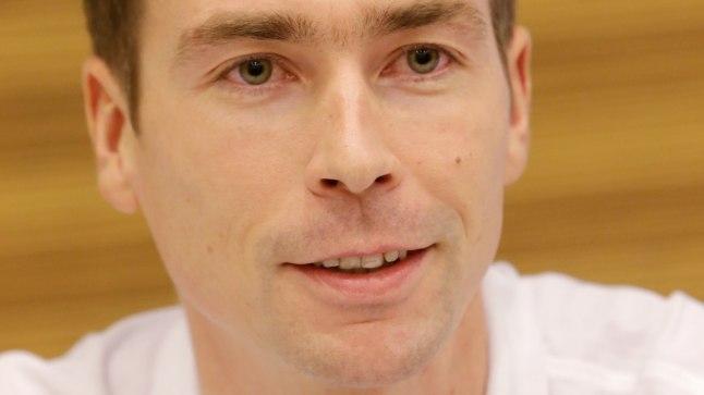 Sotši taliolümpia avatseremoonial on Eesti lipukandja laskesuusataja Indrek Tobreluts.