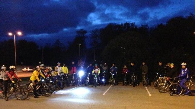 Igakolmapäevane Urban Night Ride saab alguse 18.30 Tondi Selveri eest bensiinijaama juurest. Marsruut muutub iga kord.