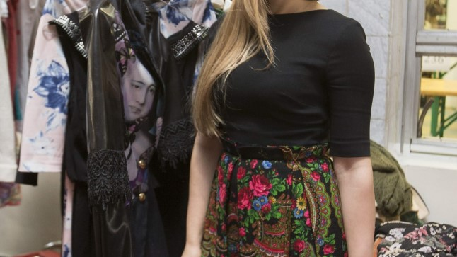 DISAINIVÄRK: Laulja Maia Vahtramäe demonstreeris kirbuturul rõivaid, mis pärinevad tema lemmikmoekunstnikult Kirill Safonovilt. Suurt osa neist on ta laval kandnud vaid korra.