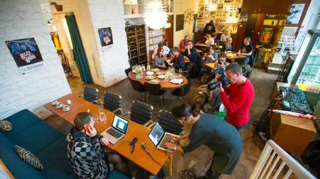 Islandi elektroonilise muusika legend GusGus kohtus 14. novembril pressiga restoranis Sfäär.