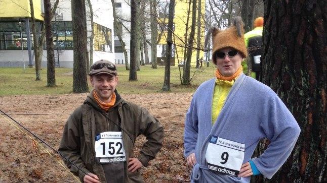 Vana-aasta heategevusjooksust võtsid osa ka mõned kostümeeritud tegelased, kes oma riietusega jooksule värvi andsid.