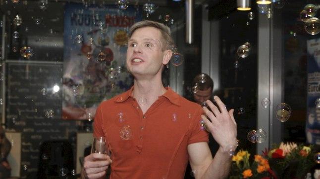 VALMIS: Kurnav töö on seljataga ja «Euroeufooria» režissöör Ermo Säks võib seebimullide keskel rahul olla.