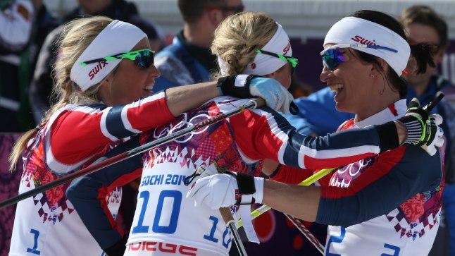 Naiste 30 km ühisstardist sõidus võttis Norra kolmikvõidu.
