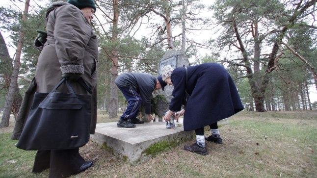 KÜÜDITAMISOHVER: Võsu põliselanik Aino Veelmaa (pildil vasakul) ütles, et tema küüditati 11aastase tüdrukuna, oma mehe Heldur Tikerperiga kohtus ta Siberis.