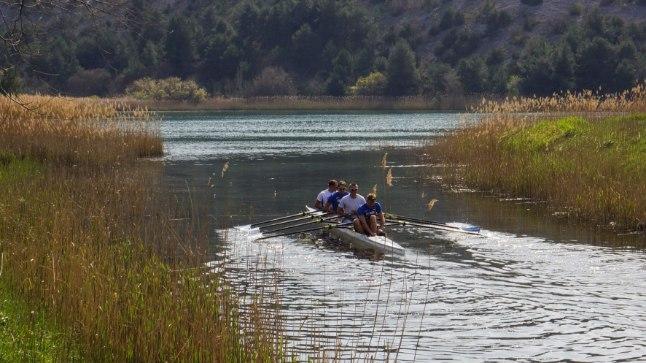 TRENNI! Neljapaadi tiim oma laagripaigas Horvaatias Skradinis, istumise all uhiuus sõiduvahend.