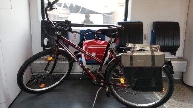 RATTAGA RONGI: Jalgratta võib Hollandis rongi peale kaasa võtta, kuid lisaks tavapiletitele tuleb siis osta 6eurone rattapäevapilet.