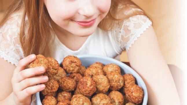MAITSE-EELISTUSED TÄPSELT PAIGAS: Sandraly peab lihapallidest väga lugu, aga talle maitsevad ainult need pallid, milles pole täidist.