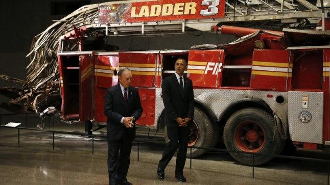 MUUSEUMIS: USA president Barack Obama (paremal) ja New Yorgi endine linnapea Michael Bloomberg 9/11 memoriaalmuuseumi väljapanekuga tutvumas.