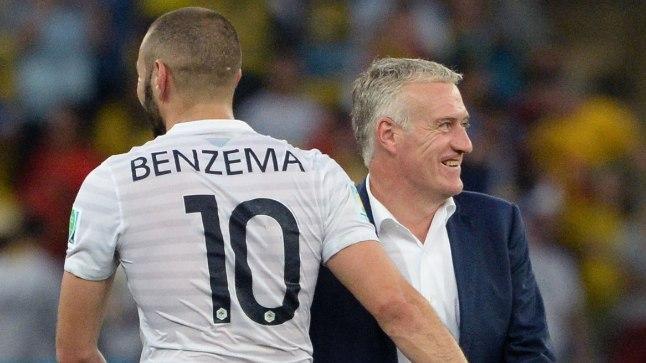 Prantsusmaa esiründaja Karim Benzema ja peatreener Didier Deschamps, kes oli 1998. aastal maailmameistriks tulnud meeskonna kapten.