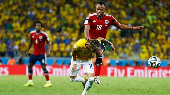 Neymar ja Camilo Zuniga.