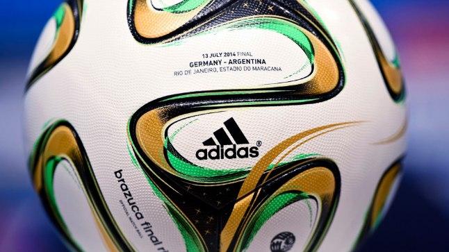 Finaali puhuks ka MMi ametlikku mängupalli pisut tuunitud