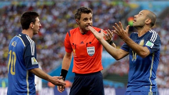 20. jalgpalli MM-finaalturniiri esikohamatšis kohtusid Rio de Janeiros asuval legendaarsel Maracana staadionil Saksamaa ja Argentiina.
