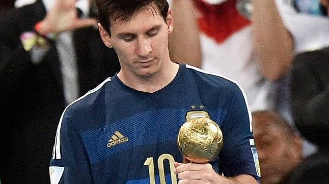 Lionel Messi MMi parima mängija auhinnaga pärast kaotusega lõppenud MM-finaali.