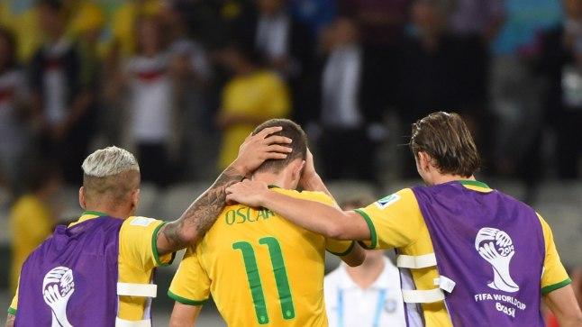 Brasiilia jalgpallurid üritavad teineteist 1:7 kaotuse järel trööstida.