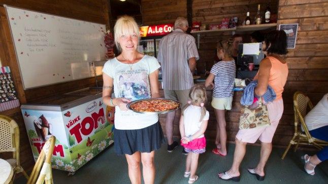 PROBLEEMNE SÖÖGIKOHT: Tallinna Loomaaia toitlustusosakonna juhataja Liina Karu ütleb, et tema silme all on Karu kohviku teenindajad klientidega alati korrektselt suhelnud, aga ei saa välistada, et olukord on vastupidine, kui teda silmapiiril ei ole.