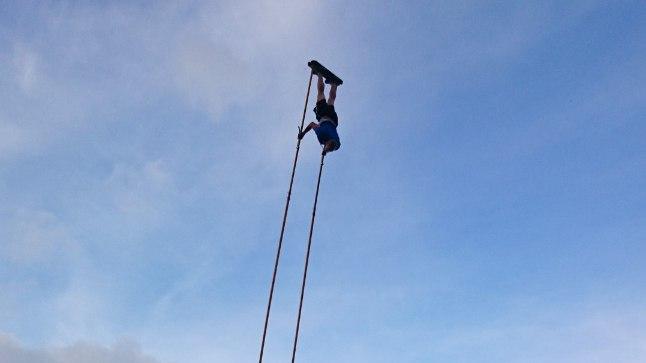 KÕRGE LEND: Kaspar Taimsoo hõljus rekordihetkel 14 meetri kõrgusel.