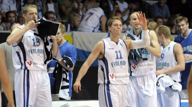 PÕHJAMAA JÕUD: Soomel on endiselt rivis 37aastane keskmängija Hanno Möttlöla (vasakul) ja loomulikult meeskonna liider Petteri Koponen (nr. 11).