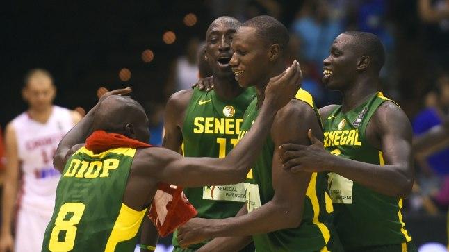 KOLMEST KAKS: Senegali mängijate võidurõõm pärast eilset võitu Horvaatia üle.