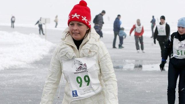 UISUJÄÄL: Presidendi abikaasa Evelin Ilves on korraga nii sportlik kui ka kodulembene – talle meeldib näiteks uisutada ja leiba küpsetada.