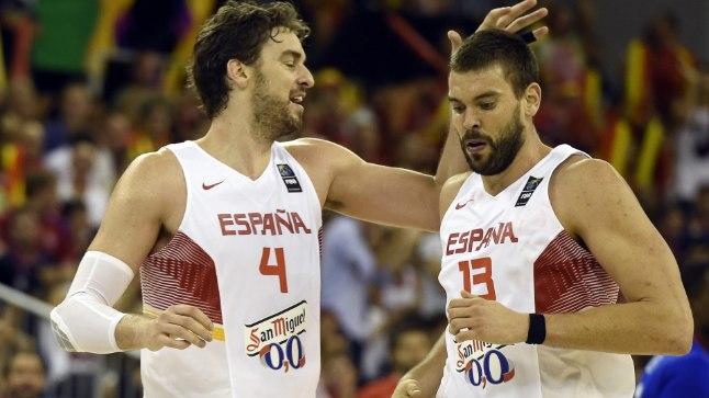 Marc Gasol (paremal) viskas 17 ja tema vend Pau 15 punkti.