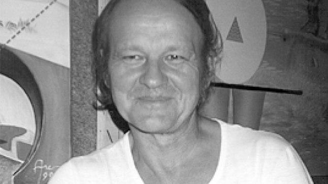 MEES NAGU ÕNNISTUS: Imepilte tegevast kunstnik Grossist on tänaseks saanud leiutaja Gross, kes vahendab inimkonnale kosmilisi turvakaarte.