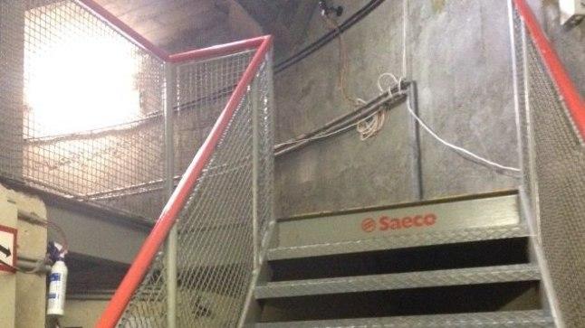 Stiilinäide Viini teletorni treppidest. Laiad, madala astmega, kuid suhteliselt lauged, millel tempoga liikumine meenutas lõputuid sügavaid väljaasteid.