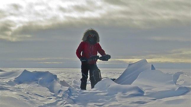 Daniel Burtoni sõnul ei olnud varem keegi Antarktikas üksi ja tavalise jalgrattaga käinud. Mees võttis suuskade asemel lihtsalt jalgratta ja selle hoolduskomplekti kaasa ning tegi kuuajase retke lõunapoolusele.