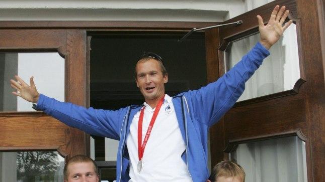 Jüri Jaanson Pekingi olümpia hõbemedaliga.