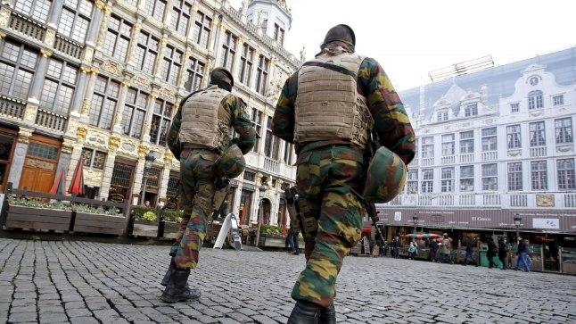 GROTE MARKT: Vaid mõni inimene usaldas tulla Brüsseli vanalinna Suurele väljakule. Kostusid vaid sõduri-saabaste rasked sammud.