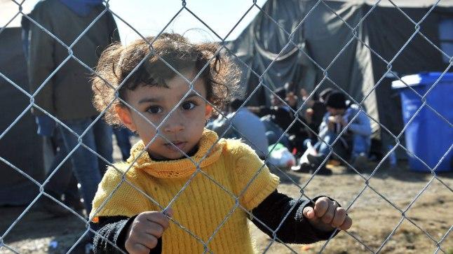 LASKE MIND TRAATAIAST VÄLJA! See pilt on tehtud eile Horvaatias, kus tuhanded pagulased ootavad pääsu unistuste riiki Saksamaale.