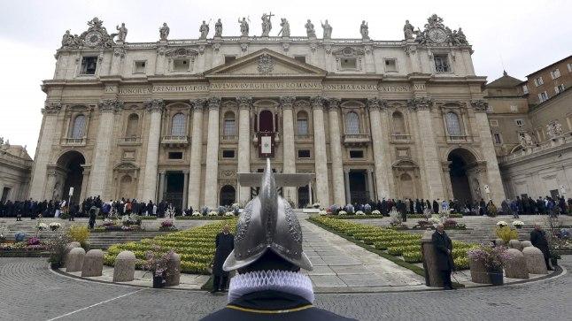 287f84cf042 SKANDAALIDEST PURETUD: Vatikani tuntuim osa on Püha Peetruse väljak ja  basiilika. Nüüd pureb paavstiriiki
