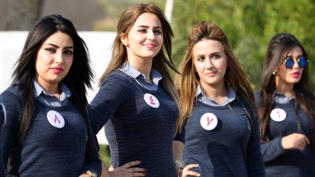 Iraagi iludusvõistlusel osalejad poseerimas muistses Babylonis 17. detsembril 2015.
