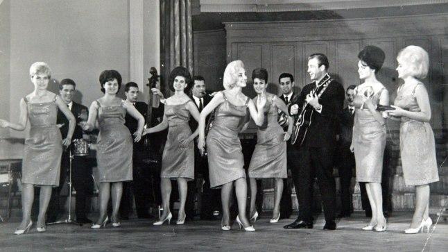 AASTA SIIS OLI 1965: Uno Loop ja ansambel Laine Estonia kontserdisaalis. Omsk ja ränk kukkumine on veel tulevik. Fotol vasakult Anne Peterson, Leili Värk, Uno Loop, Marta Oja ja Leida Lukk.