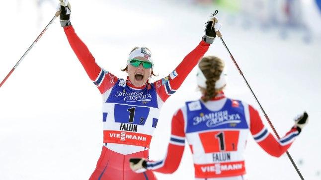 VÕIMAS! Norra suusatajad on Faluni MMil võitnud kuuest võimalikust kuldmedalist viis ja 14 võimalikust medalist kaheksa. Fotol juubeldavad naiste sprinditeate kullanaised Ingvild Flugstad Oestberg ja Maiken Caspersen Falla.