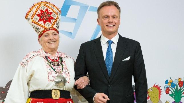 KUSTUTAS VÕLA: Riigikogulane Imre Sooäär tunnistab, et oli oma emale Innale  presidendi vastuvõtu külastuse juba ammust ajast võlgu.