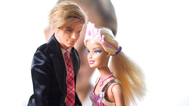3373a3de575 VANA HEA LELU: Aastatega on muutunud Barbie elukutse, suhtestaatus ja pisut  kehaproportsioonidki, aga