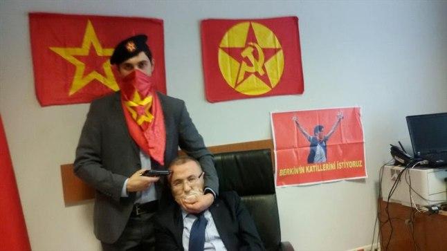 FOTOD: relvastatud mehed võtsid Istanbulis pantvangi peaprokuröri