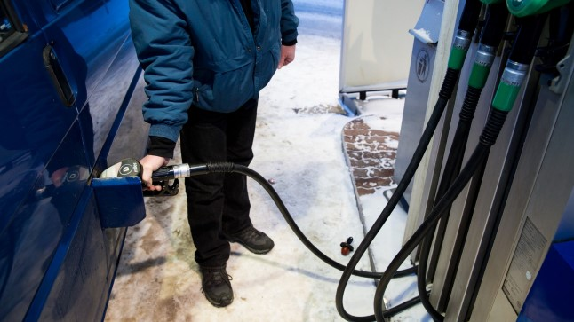 Valitsuse kavandatud aktsiisitõus bensiinile ja diislile on liiga kiire ning paneb transpordiettevõtted tankima Eesti piiridest väljaspool.