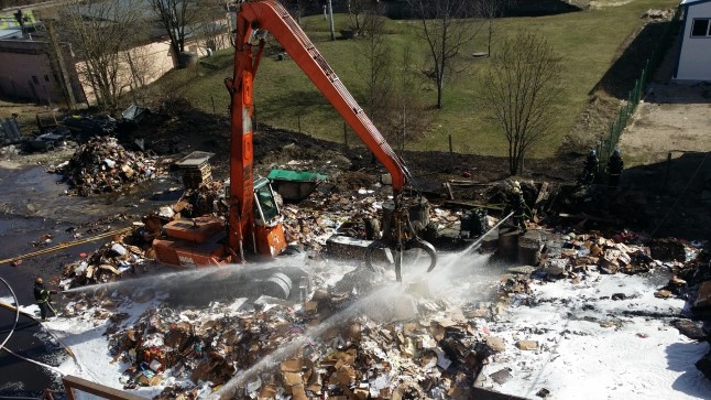 Maardu keemiatootmishoone lähedal põles 20. aprillil 2015 suur kogus ladustatud pappi. Tule levik tootmishoonele suudeti ära hoida.