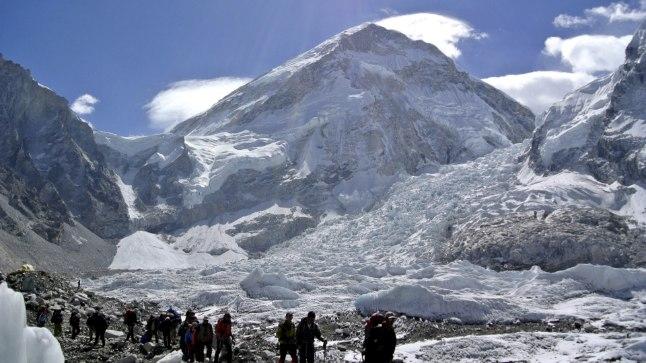 VIDEO | Mount Everestil sai laviini tagajärjel surma ja vigastada kümneid turiste