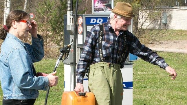 LÄTI TANKLATÖÖTAJA: juba praegu käivad eestlased siit bensiini ostmas