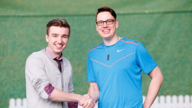 Laulumehed Artjom Savitski ja Alen Veziko proovisid golfimängu