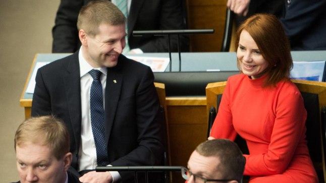 Taavi Rõivase uues valitsuses jätkavad endisel kohal välisminister Keit Pentus-Rosimannus (paremal) ja siseminister Hanno Pevkur (ülal vasakul). Kristen Michal (all paremal) saab majandus- ja taristuministriks. Ees vasakul Marko Mihkelson.