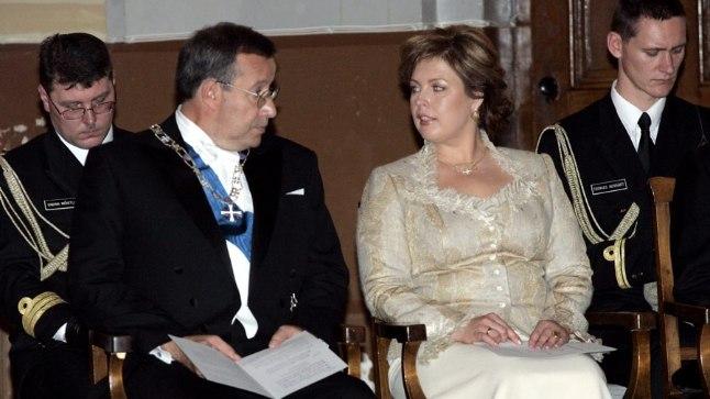 00ca9de8d2b President Toomas Hendrik Ilves ametisse astumisel oktoobris 2006. Paremal  Evelin Ilves.