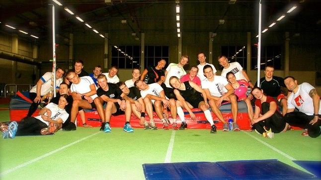 TriSmile triatloniklubi seltskond Tallinna Spordihallis pärast järjekordset ÜKEt. Kui pöörata tähelepanu vaid kindlatele lihasgruppidele ja ainult neid treenida, võib pikapeale keha üldfüüsilisest tasakaalust ühes suunas kergelt välja langeda.