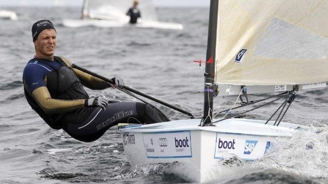 NUMBER ÜKS!: Finn-klassi purjetaja  Deniss Karpak võitis kolmandat korda  Kieli nädalaregati.