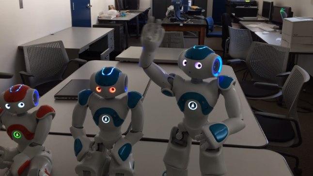 """Kas nüüd on masinate mäss ukse ees? Robot sai aru: """"Ma olen olemas!"""""""